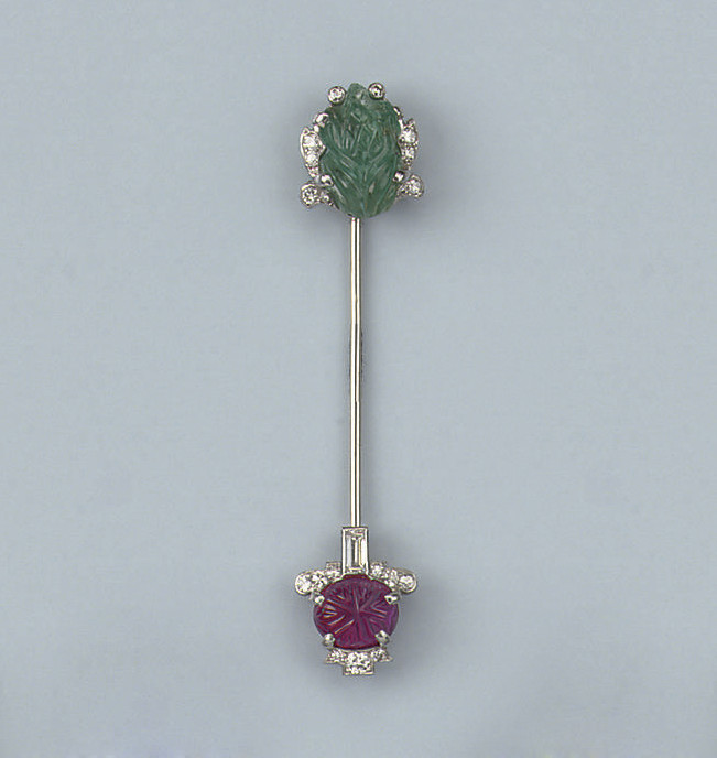 AN ART DECO DIAMOND, RUBY AND EMERALD JABOT PIN, BY CARTIER