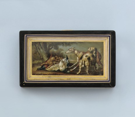 AN ANTIQUE SNUFF BOX WITH MINI