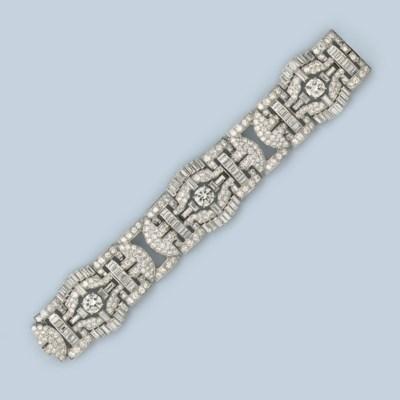 AN ART DECO DIAMOND BRACELET