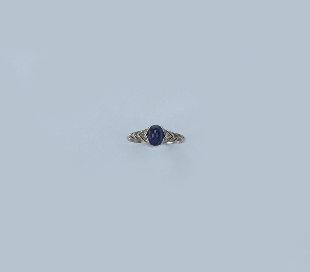 A BELLE EPOQUE SAPPHIRE AND DIAMOND RING