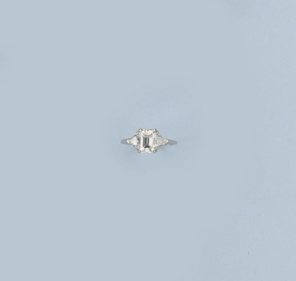 A FINE DIAMOND RING, BY CARTIE