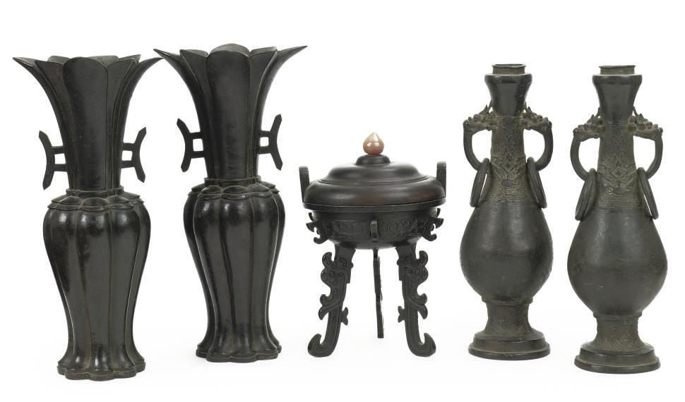 Two pairs of Chinese bronze va