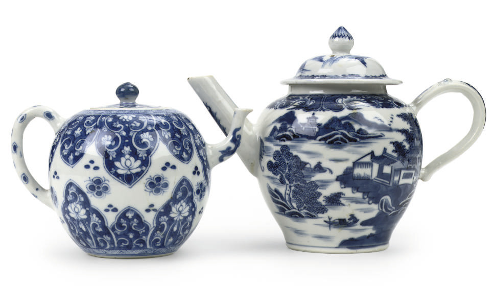 Two Chinese blue and white tea