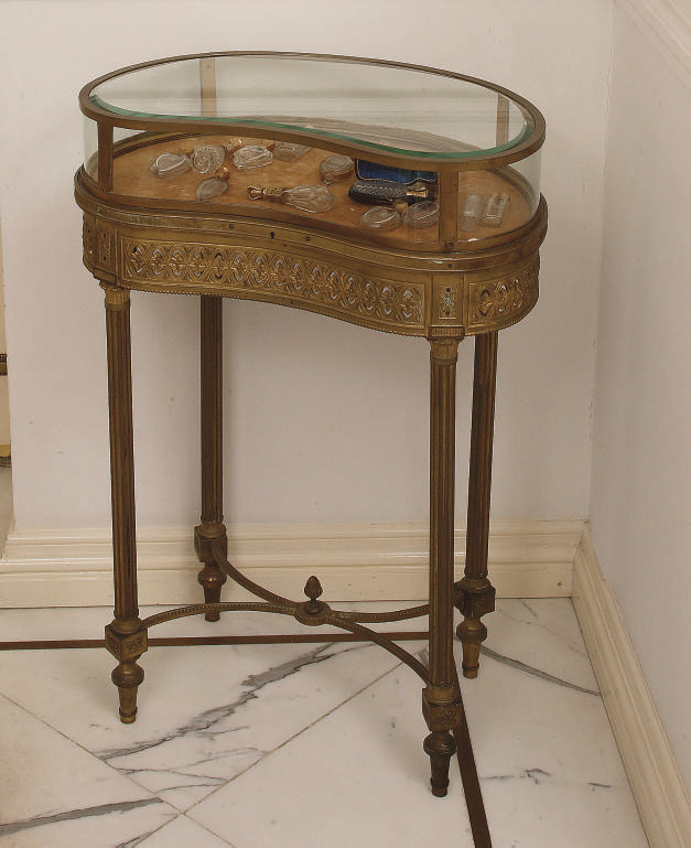 A FRENCH ORMOLU TABLE-VITRINE