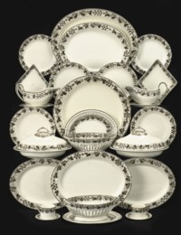 AN EXTENSIVE SPODE CREAMWARE DINNER SERVICE