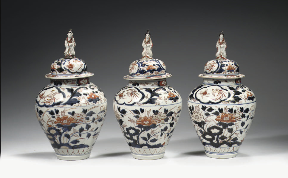 A set of three Japanese Imari