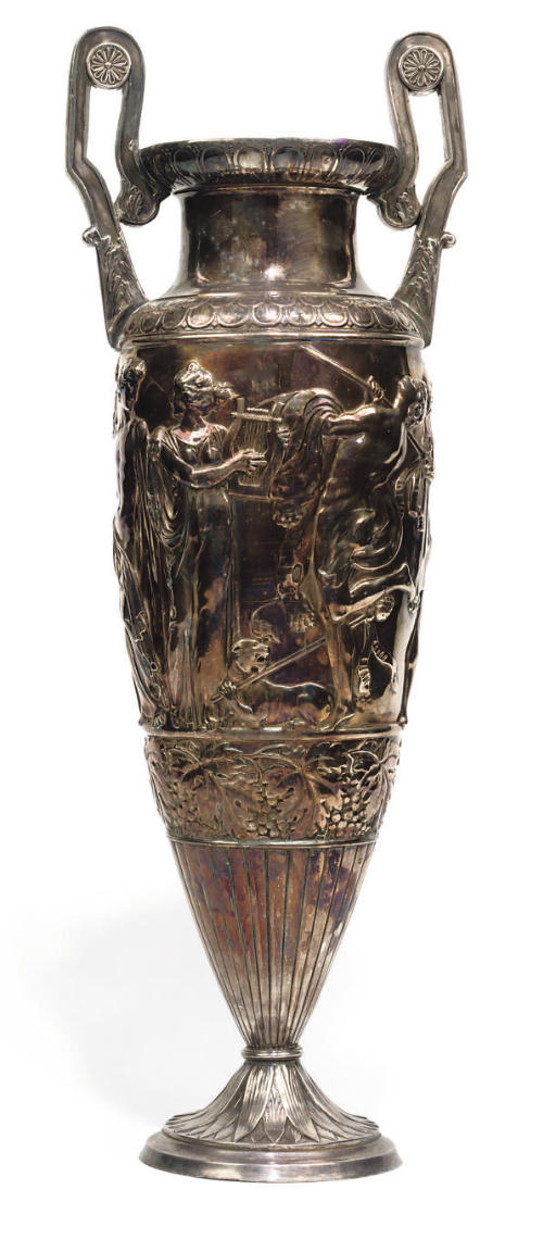 A LARGE SILVER VASE OF NEO-CLA