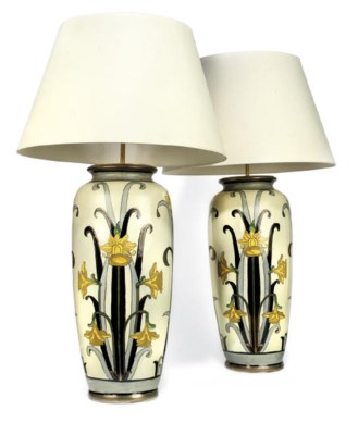 A PAIR OF ITALIAN PAINTED EART