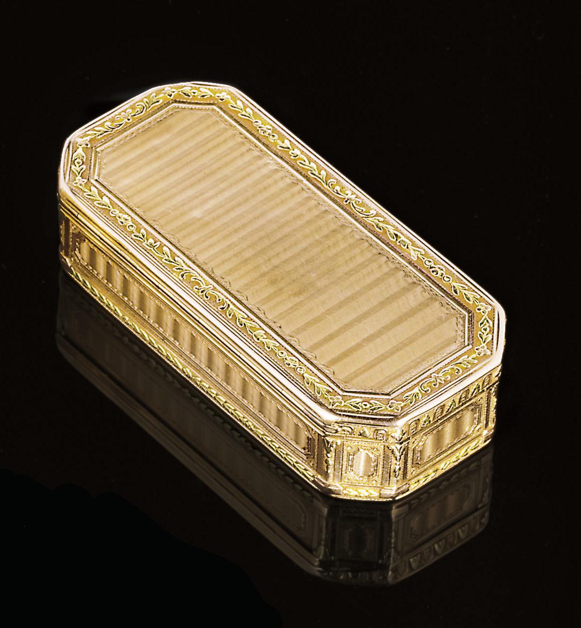A LOUIS XVI TWO-COLOUR GOLD SNUFF-BOX