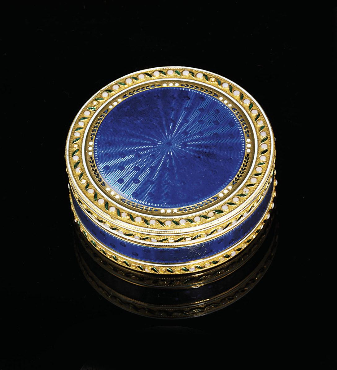A LOUIS XVI ENAMELLED GOLD BONBONNIÈRE