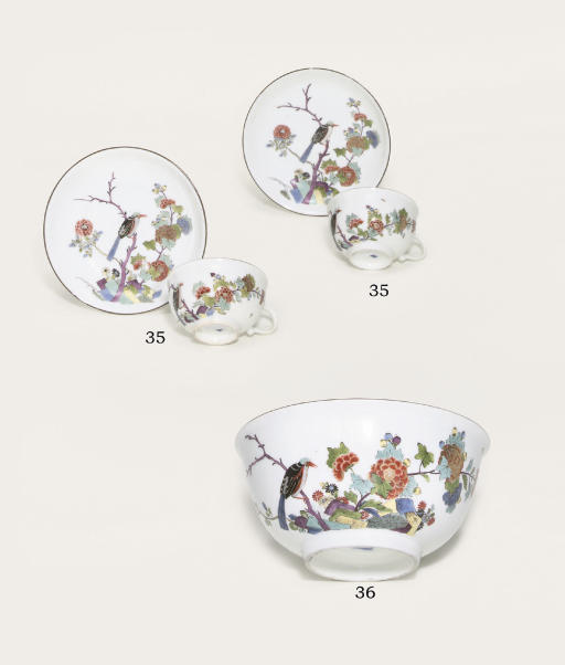 A PAIR OF MEISSEN KAKIEMON TEACUPS AND SAUCERS