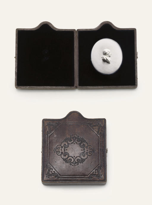 A GERMAN WHITE BISCUIT OVAL PORTRAIT MEDALLION