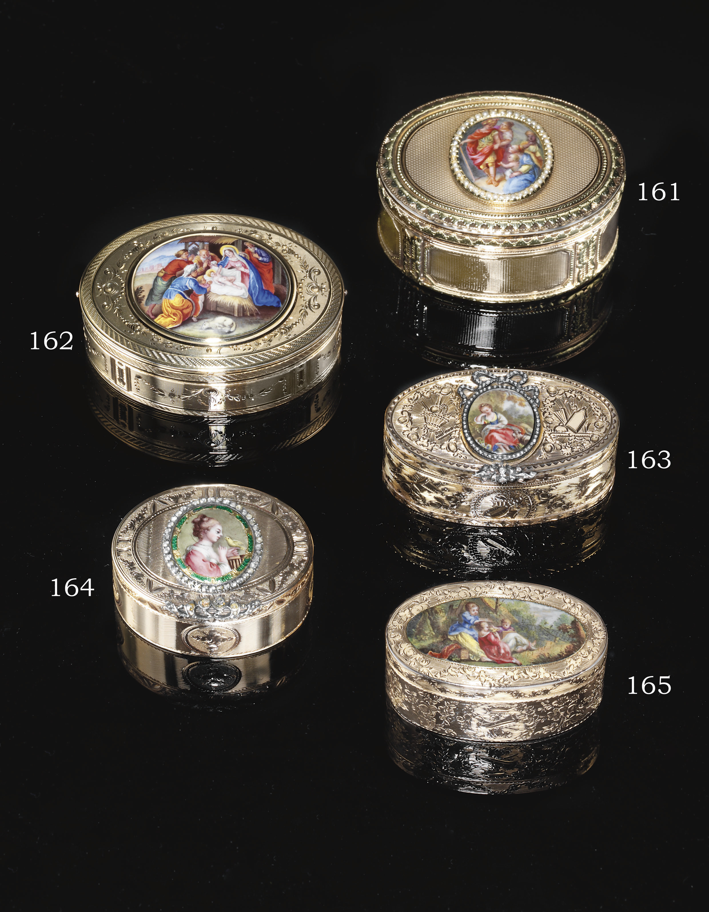 A SWISS TWO-COLOUR GOLD SNUFF-