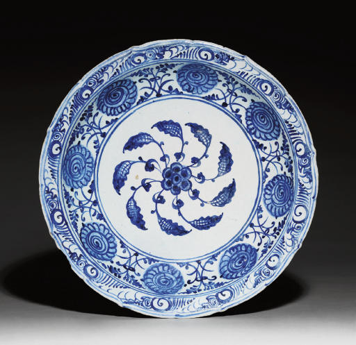 A TIMURID BLUE AND WHITE POTTE