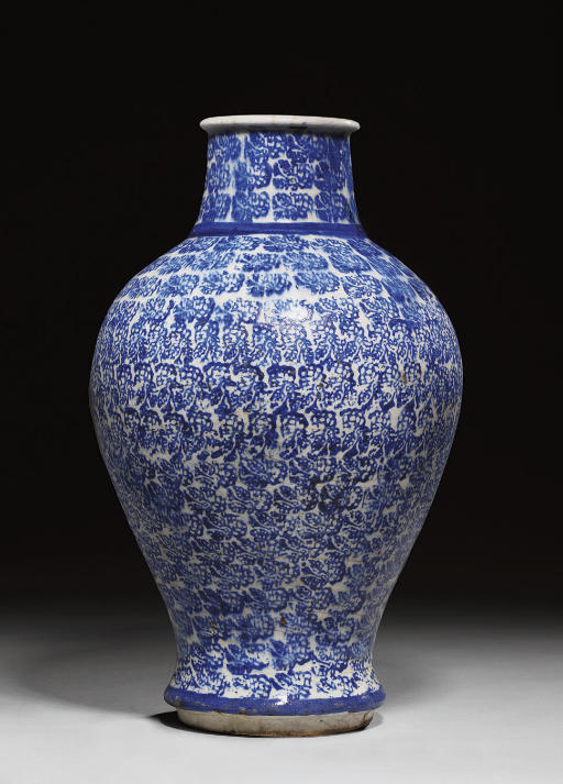 A BLUE AND WHITE POTTERY BALUS