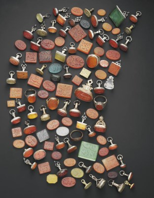 A COLLECTION OF HARDSTONE, GLA