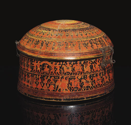 A LACQUERED WOODEN TURBAN BOX