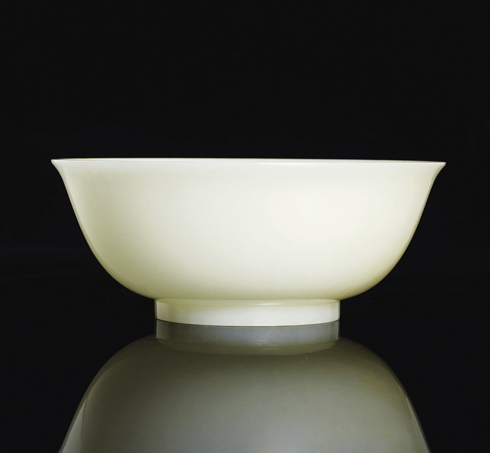 A FINE WHITE JADE BOWL