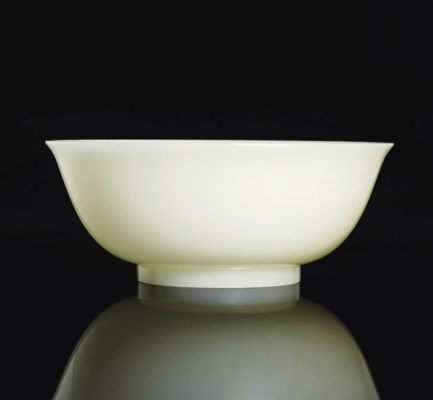 A FINE WHITE JADE BOWL