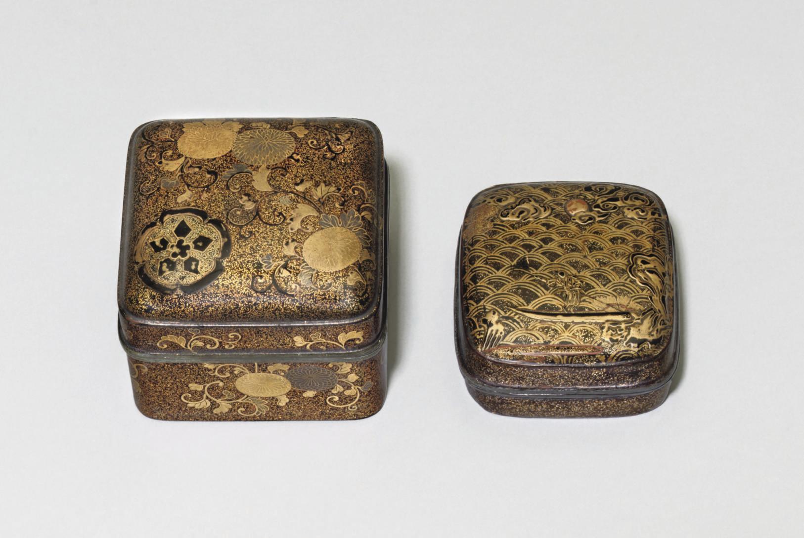 Two lacquer kobako [incense bo