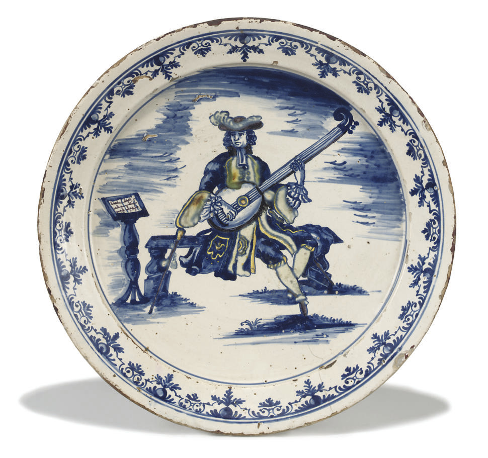 A SPANISH FAIENCE CHARGER