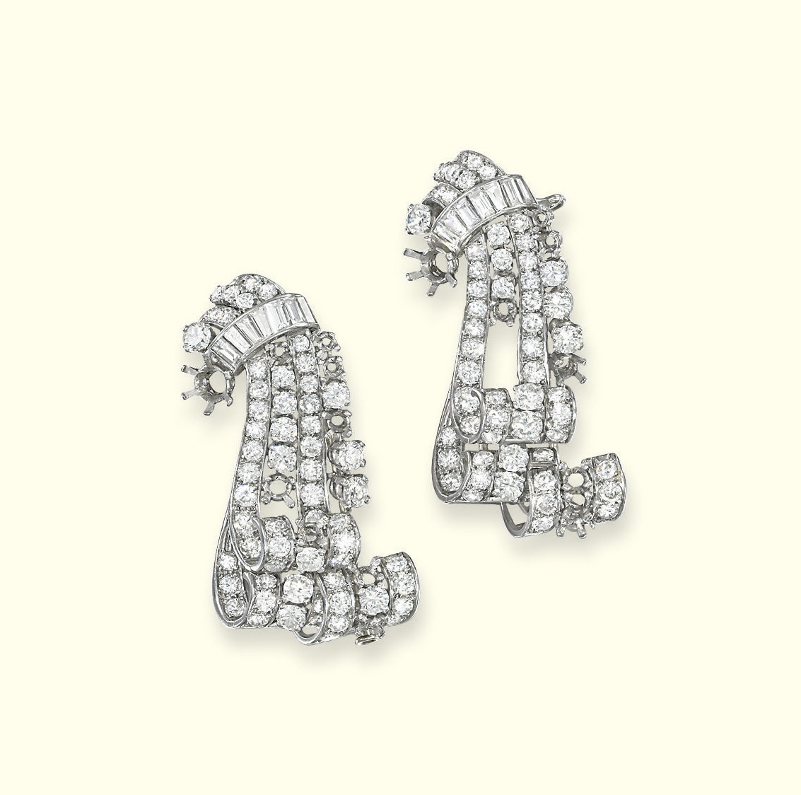 A PAIR OF DIAMOND CLIP BROOCHE
