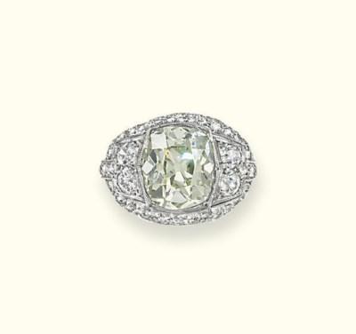 AN ART DECO DIAMOND RING