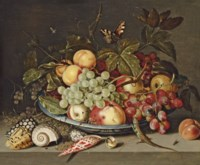 Peaches, grapes, a pear, and white currants in a wan-li kraak porcelain dish, with shells, a lizard and a butterfly on a ledge