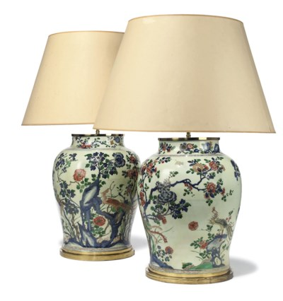 A PAIR OF CHINESE PORCELAIN LA