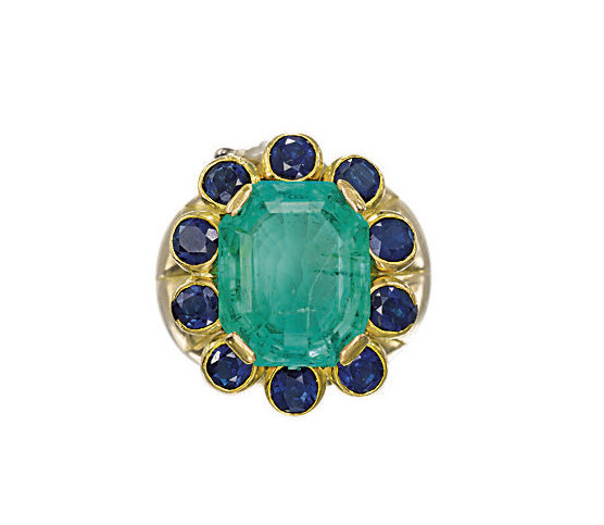 AN EMERALD AND SAPPHIRE RING,