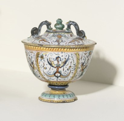 A DERUTA BOWL AND COVER