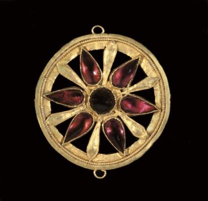 A ROMAN GOLD AND GARNET PENDAN