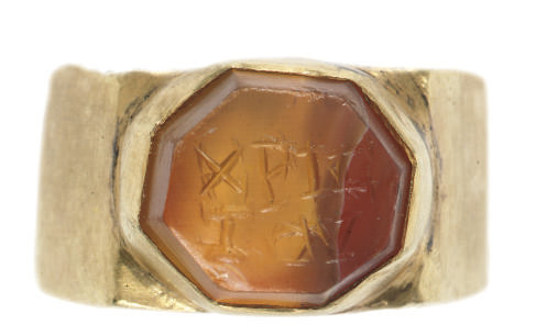 A GOLD, AMULETIC FINGER-RING B