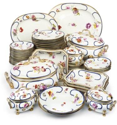 A DERBY PORCELAIN PART DINNER-