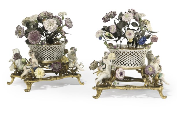 A PAIR OF FRENCH ORMOLU, PORCE
