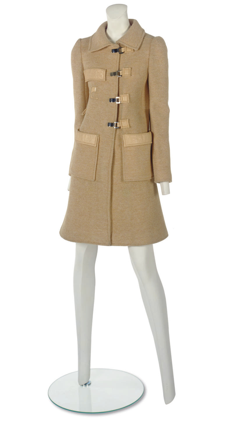 ANDRÉ COURRÈGES (B.1923) A KNITTED COAT OF APRICOT WOOL