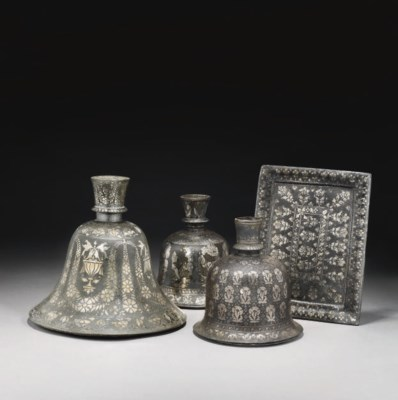 A GROUP OF BIDRIWARE SILVER IN