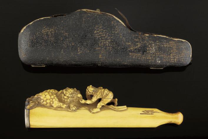 An ivory cigarette holder, 19t