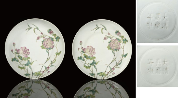 A PAIR OF FAMILLE ROSE DISHES,