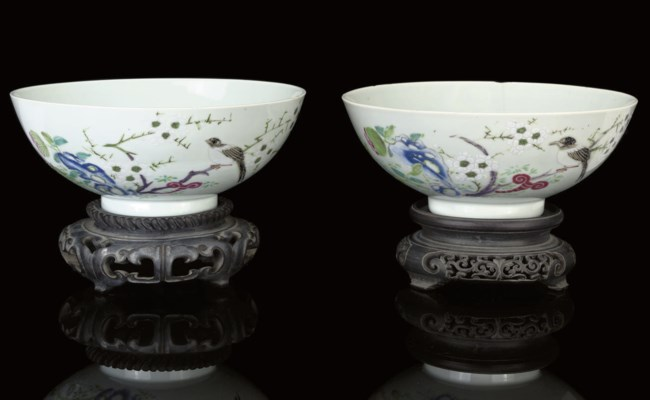 A PAIR OF FAMILE ROSE BOWLS, Y