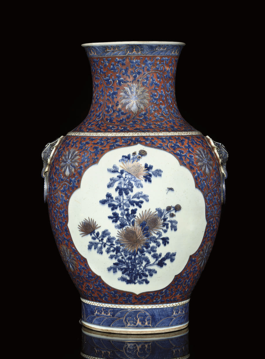 A LARGE BLUE AND WHITE VASE WI