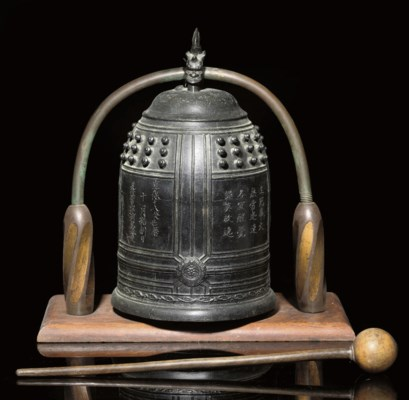 A LARGE BRONZE BELL, 16TH/17TH