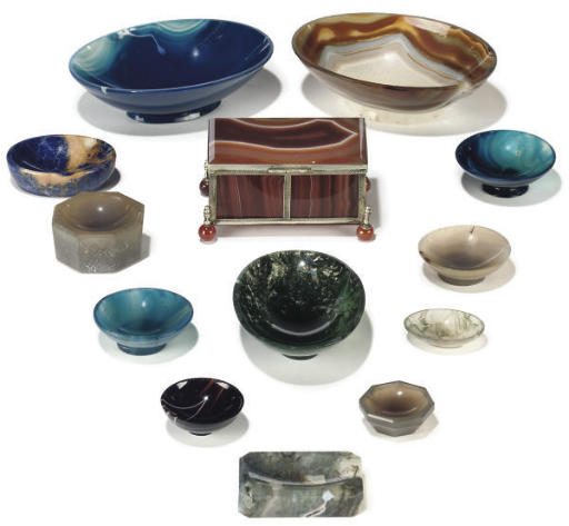 A GROUP OF AGATE AND STAINED A