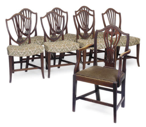 A SET OF SEVEN MAHOGANY DINING