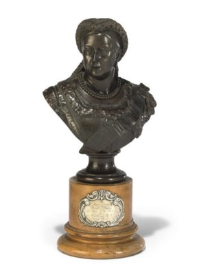 AN ENGLSIH BRONZE BUST OF QUEE
