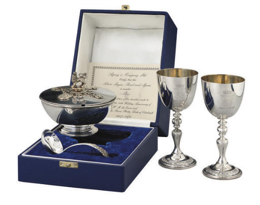 A PARCEL-GILT COMMEMORATIVE SUGAR BOWL AND COVER WITH SPOON