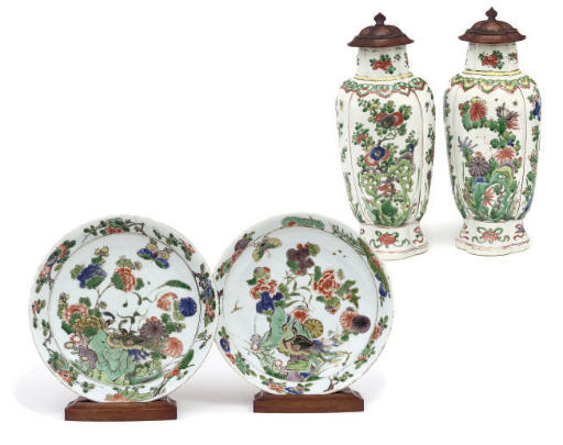 A pair of Chinese famille verte vases; and a pair of dishes