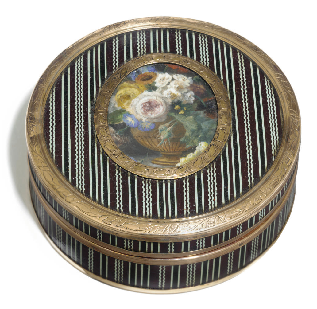 A FRENCH LACQUERED CIRCULAR SN