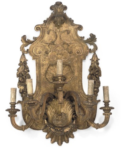 A GILTWOOD WALL SCONCE