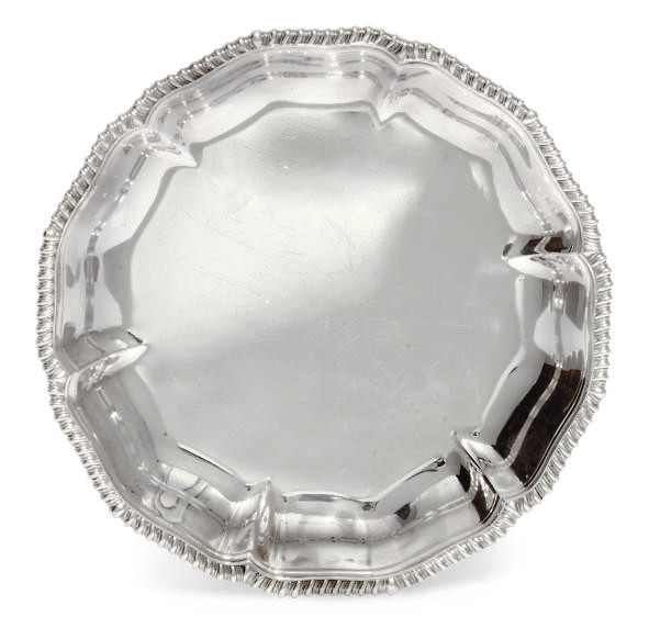 A GEORGE IV SILVER SERVING DIS